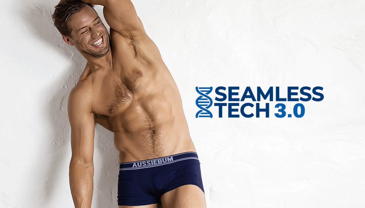 Seamless.Tech 3.0 Navy Lifestyle Image